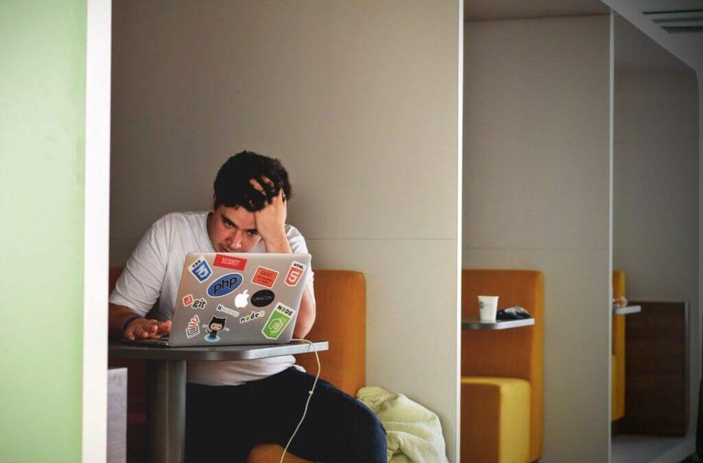 Tout savoir sur le stress : définition, causes, symptômes et solutions